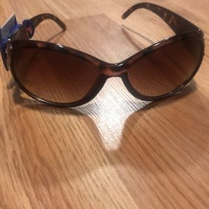 Woman's Sunglasses Apt 9 Brand New